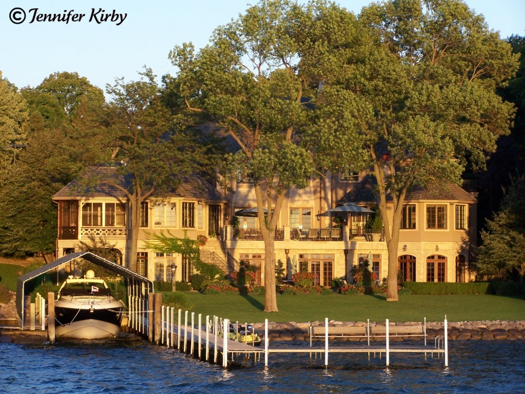 Deephaven minneapolis st paul luxury real estate blog for Luxury lake house