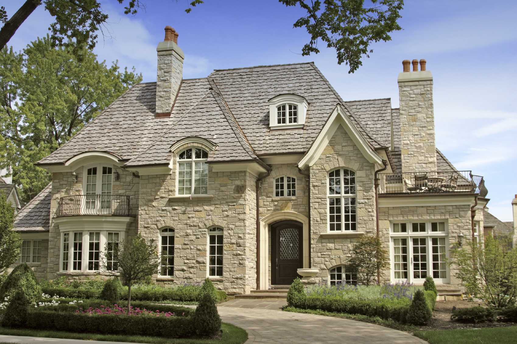 Insuring the million dollar home minneapolis st paul for Exterior home design stone